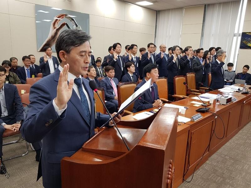 ▲ 양승동 KBS 사장이 증인 선서를 하고 있다.