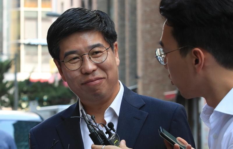 ▲백원우 전 청와대 민정비서관이 지난해 8월15일 오전 서울 강남구 특검 사무실로 향하고 있다.  ⓒ연합뉴스