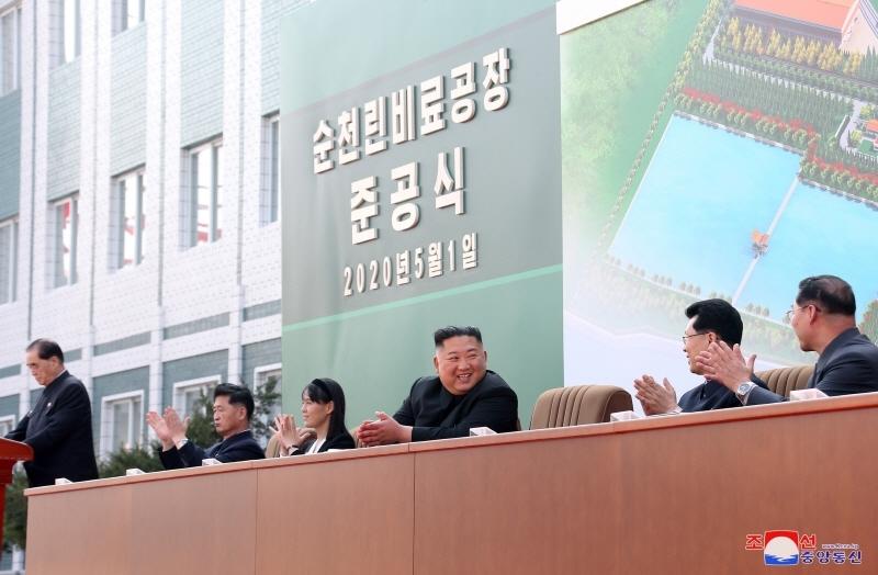 ▲김정은 북한 국무위원장이 1일 북한의 순천인비료준공식에 나타난 모습. ⓒ연합뉴스
