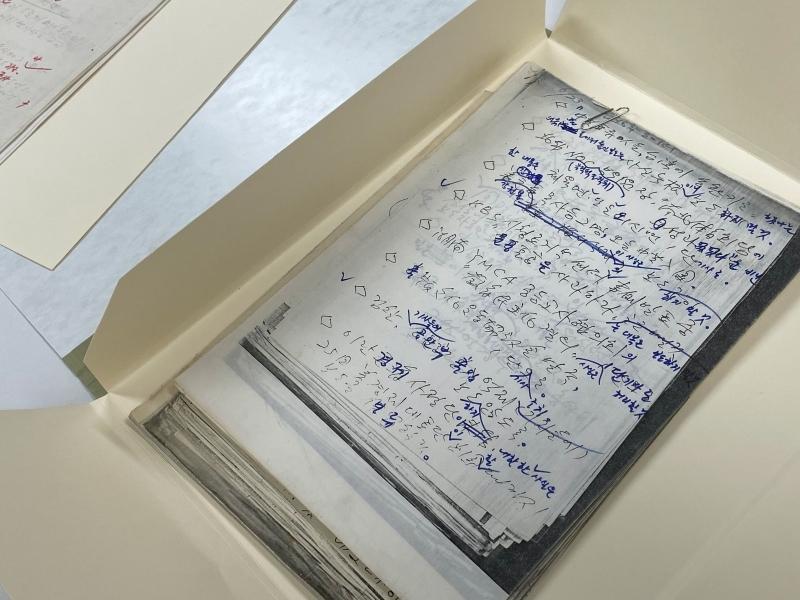 ▲ 8일 오전 10시 서울 남영동 민주인권기념관에서 '보도지침 사료 기증식'을 통해 공개된 보도지침 일부. 사진=민주언론시민연합 제공.