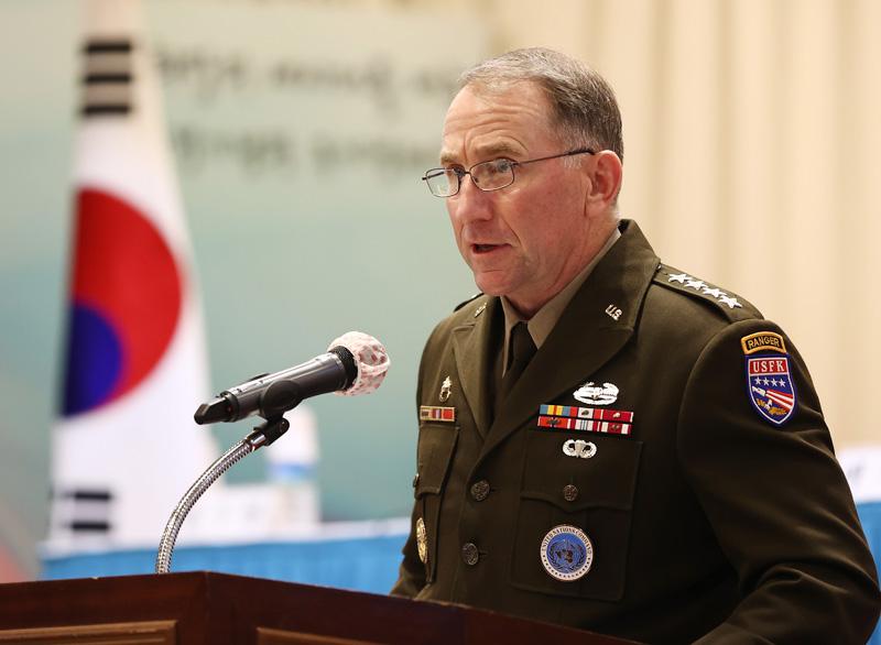 ▲ 로버트 에이브럼스 연합사령관이 2020년 11월13일 용산구 전쟁기념관에서 '2020 국제안보환경 평가와 한국의 생존전략'을 주제로 열린 국제 국방학술 세미나에서 축사를 하고 있다. ⓒ 연합뉴스